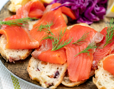 添加物不使用!桜チップで燻した カムチャッカ産紅鮭のスモークサーモン